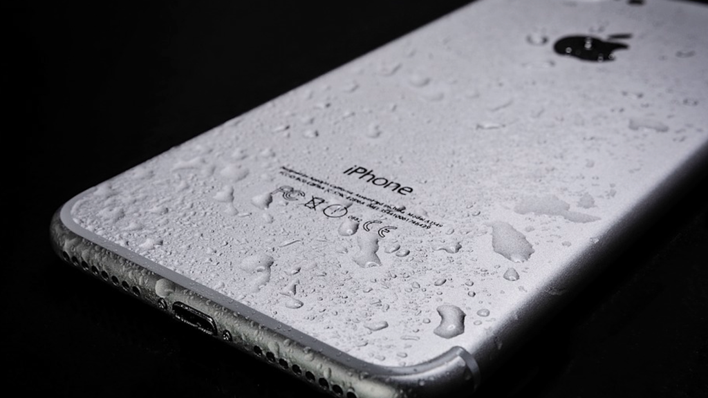 water resistance on a apple smartphone